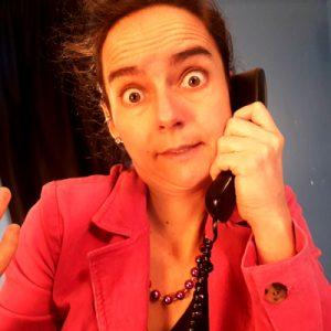 Jacinthe Laforte au téléphone